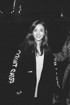 Sandara Park at Seoul Fashion Week Kpop Girl Groups, Korean Girl Groups, Kpop Girls, Korean Beauty, Asian Beauty, Sandara Park Fashion, 2ne1 Dara, Korean Singer, Korean Actors