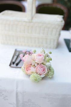 春の装花 マダムトキ様へ 花は花ではなく、心を形にする手段 : 一会 ウエディングの花 Pastel Bouquet, Spring Wedding Flowers, February, Feminine, Romantic, Stud Earrings, Japanese, Luxury, Women's