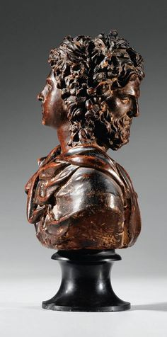 Busto del dios Jano, de autor desconocido, Fines s. XVII - Principios s. XVIII. Terracota patinada en tono cobrizo, pedestal de mármol negro. Altura del busto en sí: 19 cm, altura total: 24 cm.