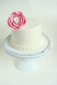 Klassieke taart met roos