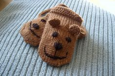 This pattern is a primary component of my crochet set consisting of hat, mittens, and booties. Baby Hat Knitting Patterns Free, Mittens Pattern, Knitting For Kids, Crochet For Kids, Crochet Baby, Hand Knitting, Toddler Mittens, Baby Mittens, Knit Mittens