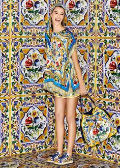 Discover the new Dolce & Gabbana Women's Maiolica Collection for Fall Winter 2016 2017 and get inspired. Couture Fashion, Fashion Art, Autumn Fashion, Fashion Looks, Fashion Design, Fashion Trends, Dolce & Gabbana, Italian Fashion, Italian Style