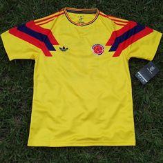 """Colombia Men's Retro Soccer Jersey, WC 1990, Valderrama #10 """"Replica"""""""