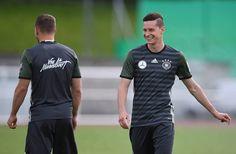 """***[ทีมชาติเยอรมัน""""EURO 2016""""][12.06.16]ภาพการเก็บตัวบอยแบนด์>> training session at Stade Pierre-Mauray in Lille, France - Pantip"""