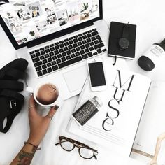 Everyday Solutions For Any Home Based Business. It can be exciting to start your online business, but it is also a challenging situation. You have to take the business seriously and learn everything you Layout Do Instagram, Blog Instagram, Photo Pour Instagram, Autumn Instagram, Instagram Lifestyle, Flat Lay Photography, Lifestyle Photography, Photography Tips, Laptop Photography