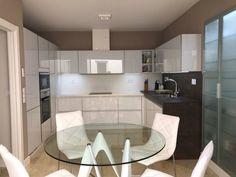 13 Ιδιοφυείς λύσεις για μικρές κουζίνες! Interior Desing, Bathroom Lighting, Bathtub, Mirror, Glass, Furniture, Kitchens, Home Decor, Kitchen Ideas