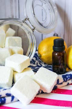 Learn how to make easy DIY homemade dishwasher detergent with natural ingredients that really works! Combine the essential oils and powder to make tabs that are easy to store and easy to use - just pop one tablet in for each load! Homemade Cleaning Products, Cleaning Recipes, Cleaning Hacks, Homemade Dishwasher Detergent, Dishwasher Pods, Diy Room Decor For Teens, Diy For Teens, Diy Cleaners, Cleaners Homemade