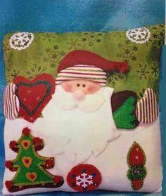 Cojín Noel enamorado Xmas, Christmas Ornaments, Free Sewing, Pillows, Disney Princess, Holiday Decor, Disney Characters, Fabric, Home Decor