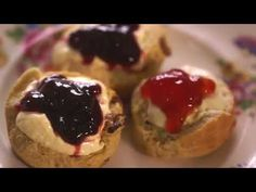 Mary Berry classic plain and sultana scones recipe for a Devon cream tea on Mary Berry's Country House Secrets Sultana Scone Recipe, Mary Berry Scones, Paul Hollywood And Mary Berry, Cream Tea, Great British Bake Off, English Food, Great Desserts, Food Menu, International Recipes