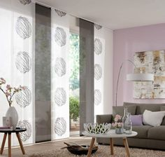 Najbolje rešenje za velike staklene površine.U ponudi veliki izbor materijala različitih boja,dezena,struktura i transparentnosti.