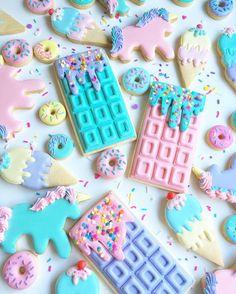 Macaroon Wallpaper, Cute Food Wallpaper, Cute Baking, Rainbow Food, Pretty Pastel, Aesthetic Food, Cute Wallpapers, Food Art, Cookies Et Biscuits