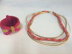 Cinturón y pulseras en tonos rosas y dorados ... Nos encanta!!