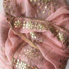 Discover thousands of images about Peach Gotta Patti Floral Chiffon Dupatta Trajes Punjabi, Indian Suits, Indian Dresses, Indian Wear, Pakistani Dresses, Jute, Bridal Dupatta, Silk Kurti, Kalamkari Saree