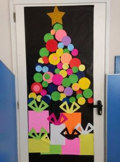 30 Christmas Door Decorations to dress up your Doors for the Holiday season – Et… - Christmas decorations Diy Christmas Door Decorations, Christmas Door Decorating Contest, School Door Decorations, Preschool Christmas, Christmas Crafts For Kids, Christmas Art, Holiday Crafts, Beautiful Christmas, Office Christmas