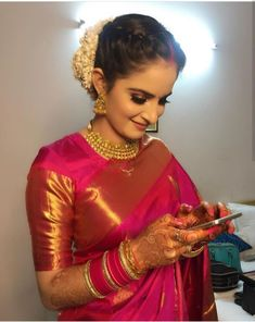 Over - Kanjivaram / Saree Store: Fashion Kerala Saree Blouse Designs, Saree Blouse Patterns, Blouse Designs Silk, Indian Dresses, Indian Outfits, Look Fashion, Indian Fashion, Bridal Hairstyle Indian Wedding, Indian Bridal Hairstyles