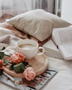 My Little World ✿ - Coffee and Books Coffee And Books, Coffee Love, Coffee Break, Coffee Shop, Coffee Cups, Coffee Coffee, Coffee Jelly, Coffee Maker, Coffee Photography
