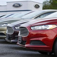 #usatoday Read five key warning signs, gleaned from discussions. Even as the U.S. auto industry basks in the glow of 2015's record year in the showroom, several looming threats pose risks to the industry's momentum.