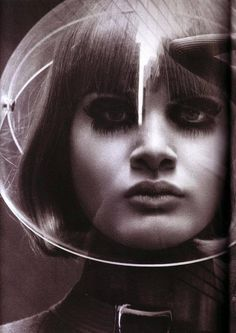 1960 The Space Age ©Pierre Cardin www.bullesconcept.com