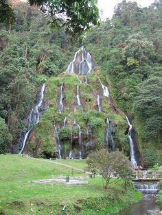 Caídas de agua en los Termales de Santa Rosa