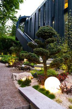 Ландшафтный дизайн дачного участка: 60 воплощений зеленого рая своими руками (фото) http://happymodern.ru/landshaftnyj-dizajn-dachnogo-uchastka-70-foto-sozdaem-zelenyj-raj/ Современный ландшафтный дизайн в японском стиле