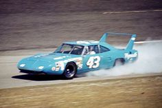 Richard Petty hangs on to his winged Plymouth Superbird as the engine blows up on lap seven of the Daytona 500 NASCAR Cup race. Although Petty was scored in next-to-last position his teammate Pete Hamilton went on to score the victory. Nascar Autos, Nascar Race Cars, Old Race Cars, Dodge Daytona, Dodge Charger Daytona, Daytona 500, Plymouth Superbird, Plymouth Cars, Carros Nascar