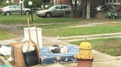 Cachorro espera por um mês a volta da família que se mudou e o deixou para trás
