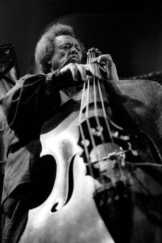 YES SIR Charles Mingus Jr. was a highly influential American jazz double bassist, composer and bandleader. Mingus's compositions retained the hot and soulful feel of hard bop and drew heavily from black gospel. Jazz Artists, Jazz Musicians, Music Artists, Blues Artists, Soul Jazz, Pop Rock, Rock And Roll, Musica Black, All About Jazz