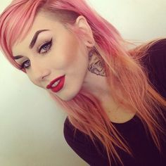 pinky peach hair with side cut/undercut. Alternative style. Her makeup is flawless too. She's a beaut. #pastelpinklips