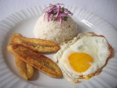 Arroz a la Cubana. Con ritmo caribeño!!!i used to eat this when i was little all the time!!!:)