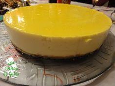 Las Cositas de Guiro: Tarta de queso y limón sin gluten. Ingredientes:  500 ml. de nata, 2 tarrinas de queso crema (tipo Philadelphia), 200 ml. de leche condensada, El zumo de 1 limón no muy grande, 2 sobres de gelatina de limón, 1 paquete de galletas maría(int-salim), 70 gr. de mantequilla.