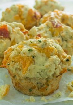 These mouthwatering and delicious Pizza Muffins can be served as an appetizer, snack, or for dinner! Pizza Muffins, Savory Muffins, Lunch Box Bento, Muffin Tin Recipes, Def Not, Gula, It Goes On, Scones, Appetizer Recipes