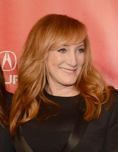17 Amazing Haircuts for Women in Their 50s: Patti Scialfa (1953)
