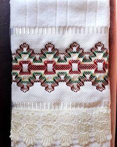 Towel Embroidery, Embroidery Stitches, Swedish Weaving Patterns, Bargello, Needlework, Bohemian Rug, Crochet Patterns, Cross Stitch, Bird