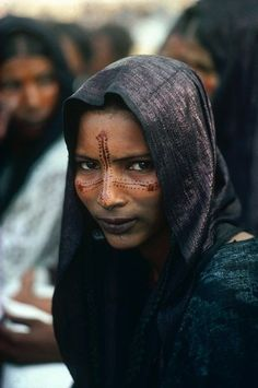 Crasses & Voluptés - offendedpaws:   Tuareg woman at the 'Cure Salee'...