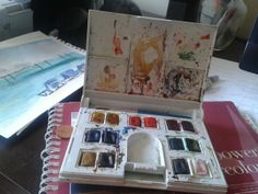 ‏@DianeAarts @Peter @Gabriela Figueroa portable watercolor set. It's super tiny and even has a little brush :) Recommend it. pic.twitter.com/ieAsrNcHpV