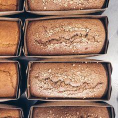 Preparados para saber os bolinhos de hoje?  São muitas delícias pra deixar seu dia ainda mais saudável e gostoso.    Bolinhos do dia:  Pão de Mel  cobertura de Chocolate Belga 70% Cacau  Cenoura  Cacau  Laranja Amêndoas & Especiarias  Experimente o adicional de cobertura de Chocolate Belga 70%   Meu Suco Press Granolas Cookies Brownies & Snacks saudáveis!  Delícias de ontem 20% OFF   Delivery: 3348-4210   9673-6828 WhatsApp  Até às 18h na R. Fernando de Noronha 927 - Casa Flor. Com amor…