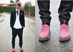 Ralph Lauren Shirt, Bläck Blazer, H Pants, Dr. Martens Shoes - Mr Different - Theo Ortengren