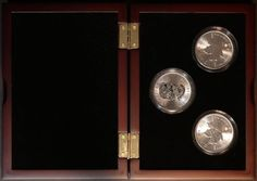 2015 Three Uncirculated Canadian Silver Maple Coins in Display Case - http://coins.goshoppins.com/candaian-coins/2015-three-uncirculated-canadian-silver-maple-coins-in-display-case/