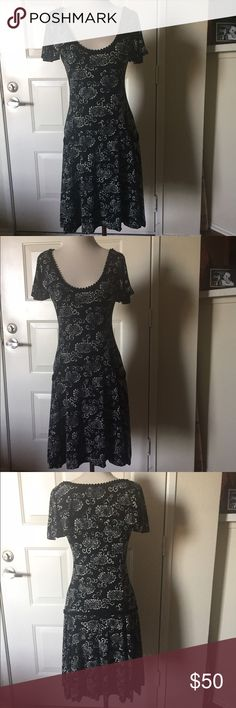 Sweet Max Studio spring dress Cute ribbon detail on neckline pockets and bum, a few loose threads on the pocket (tried to picture) but nothing major it's very flattering perfect mommy on the go dress Dresses Midi