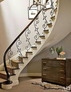 Nina Griscom's Elegant Central Park Duplex - Architectural Digest Stair Railing Design, Staircase Railings, Stairways, Staircase Ideas, Wrought Iron Staircase, Floating Staircase, Wooden Staircases, Balustrade Inox, Traditional Staircase