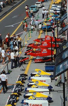 Pit lane at the Mexico Grand Prix 1990 F1