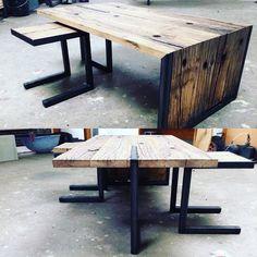 """""""Stoere combi dat wagon eiken en zwart staal. Wij hebben er een salontafel van gemaakt#industrialz #zwartstaal #wagoneiken #interior #interiordesign…"""""""