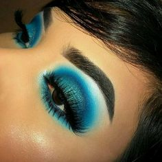 eyeshadow - This picture is just GOALS! We are always looking for new eyeshadow looks and tutorials for eye colors. Our calendar will help you stay on top of when the latest makeup eyeshadow palettes are being released! Makeup Eye Looks, Blue Eye Makeup, Cute Makeup, Gorgeous Makeup, Blue Eye Shadow, Scary Makeup, Makeup Guide, Eye Makeup Tips, Makeup Goals