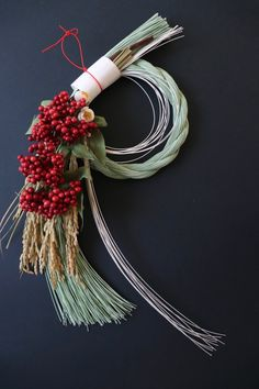 Japanese New Year, Rustic Doors, New Years Decorations, Japanese Culture, Ikebana, Plant Decor, Diy Flowers, Grapevine Wreath, Floral Arrangements