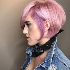 It's October and we're thinking pink with this pink/lavender Aveda hair color by Aveda Artist Luis Gonzalez! (cut: @vwhitmarshhair blow dry: @tessake beauty: @shesnotyourdad)