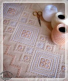 risultati immagini per bordado hardanger Embroidery Designs, Types Of Embroidery, Learn Embroidery, Hand Embroidery, Hardanger Embroidery, Cross Stitch Embroidery, Needlepoint Stitches, Needlework, Chicken Scratch Embroidery