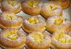 """""""Papanașii cu portocale la cuptor"""" reprezintă un desert din brânză delicios și foarte fraged, demn de toate laudele. Aluatul gingaș din brânză este umplut cu portocale suculente și aromate, creând o combinație savuroasă, care nu poate fi redată prin cuvinte. Aceste prăjituri din brânză sunt atât de gustoase, moi și pufoase, încât se topesc în … Doughnut, Cooking, Desserts, Food, Cucina, Tailgate Desserts, Deserts, Kochen, Essen"""
