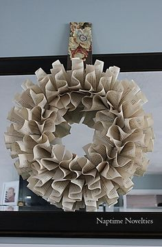Decorate a mirror with a book page wreath Mirror Paper, Book Page Wreath, Paper Art, Paper Crafts, Christmas Drawing, Something Beautiful, Book Pages, Burlap Wreath, Decorate Mirror