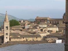 Vista del centro storico di Urbino, via Flickr. #InvasioniDigitali il 27 aprile alle ore 11.00 Invasore: Ilaria Barbotti