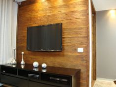 painel de tv com madeira de demolicao rustico